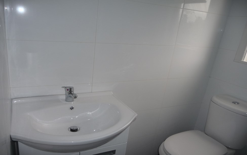 Totally And Tastefully Renovated 1 Bedroom House Conversion All Near New Kit